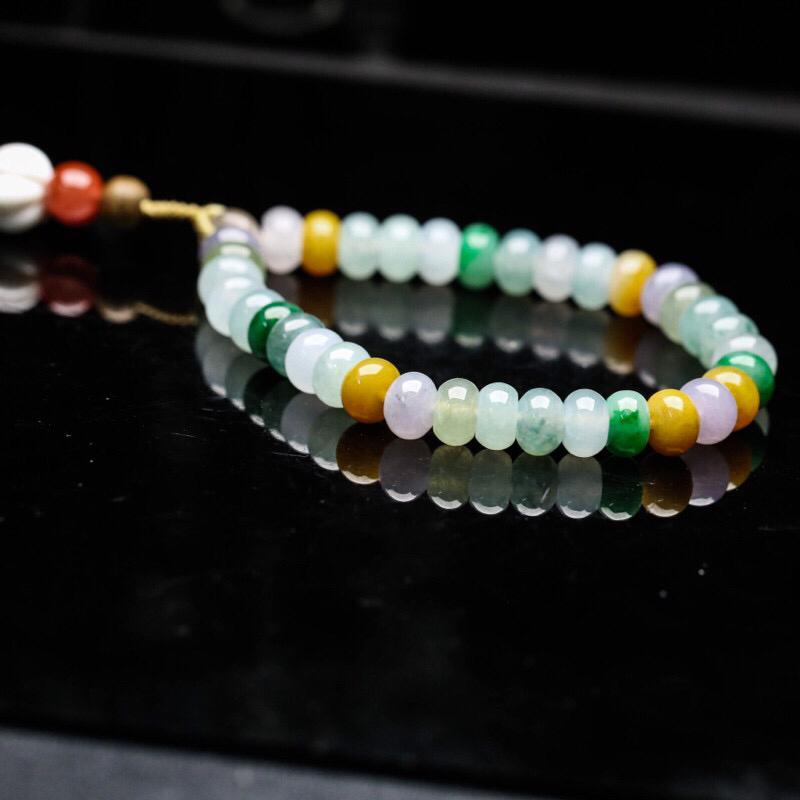 推荐收藏多彩翡翠手串,共35颗,取其中一颗珠尺寸大约7.8*5.3mm,玉质莹润,清秀高雅,尾部5粒珠为饰珠,有天然杂质,上手佩戴效果时尚漂亮。