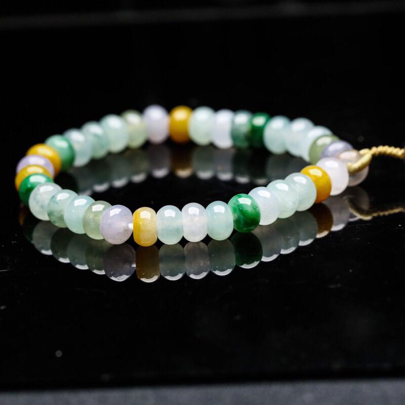推荐收藏多彩翡翠手串,共35颗,取其中一颗珠尺寸大约7.8*5.3mm,玉质莹润,清秀高雅,尾