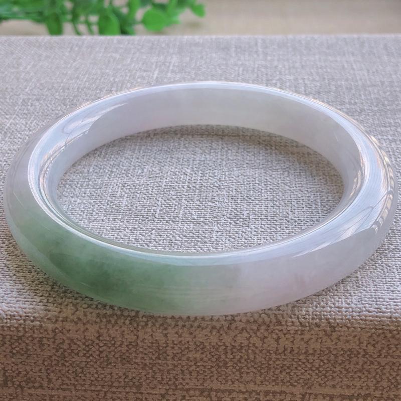 签收送翡翠平安环吊坠️糯化种飘绿翡翠圆条手镯,圆润厚实,亮丽秀气,颜色好,品相好,上手佩戴效果知性