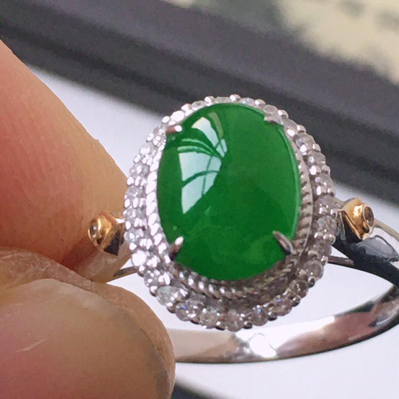 精品翡翠18k镶嵌伴钻戒指,玉质莹润,佩戴效果更美,尺寸:内径:17.6MM,裸石尺寸:8.7*6.