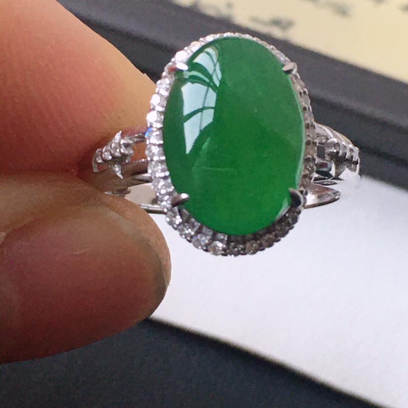 精品翡翠18k镶嵌伴钻戒指,玉质莹润,佩戴效果更美,尺寸:内径:17.2MM,裸石尺寸:12.6*9