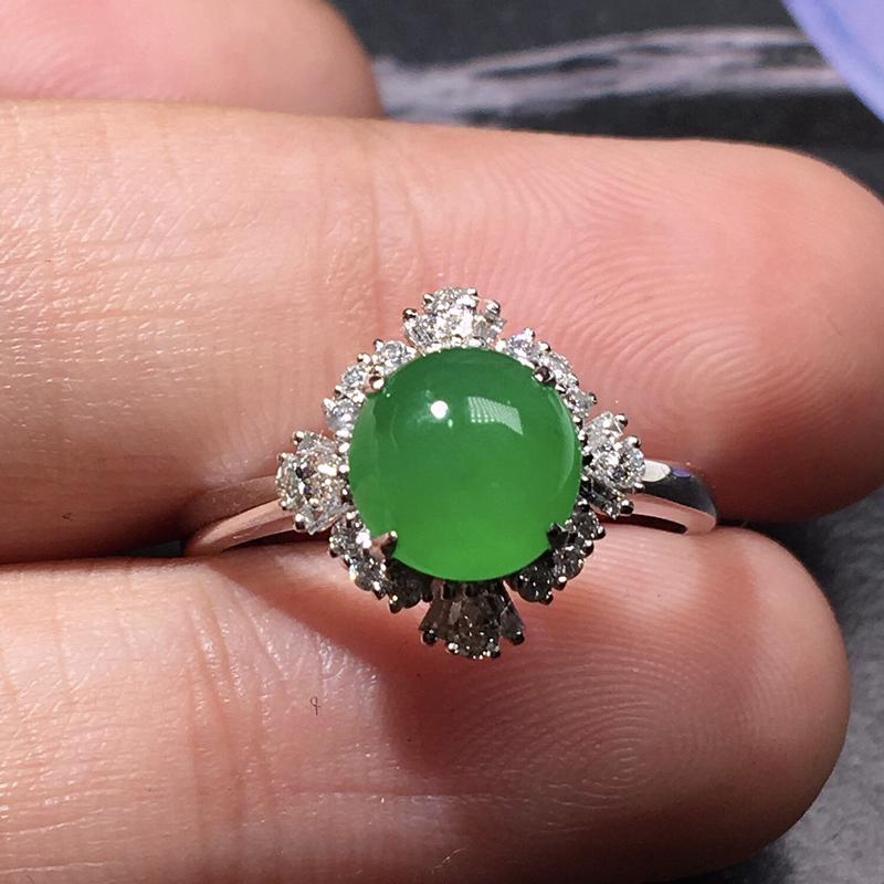 严选推荐老坑冰种满阳绿色翡翠蛋面女戒指,老坑料子,种水上乘,肉质水润细腻,晶体结构致密,起强玻
