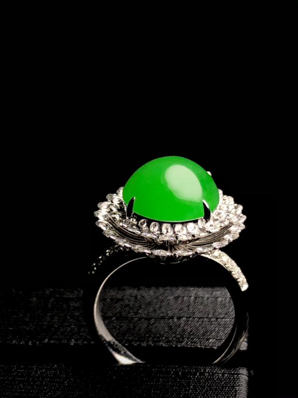 辣绿蛋面戒指, 裸石13-11.6-5mm, 8g,14#, 18K金伴天然钻石镶嵌,