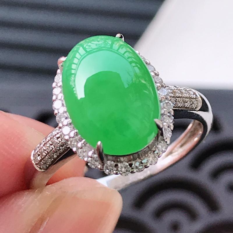 水润满绿精美蛋面翡翠戒指(18K金镶嵌伴钻) 玉质细腻  冰清玉润  颜色漂亮  玲珑剔透  尺寸内