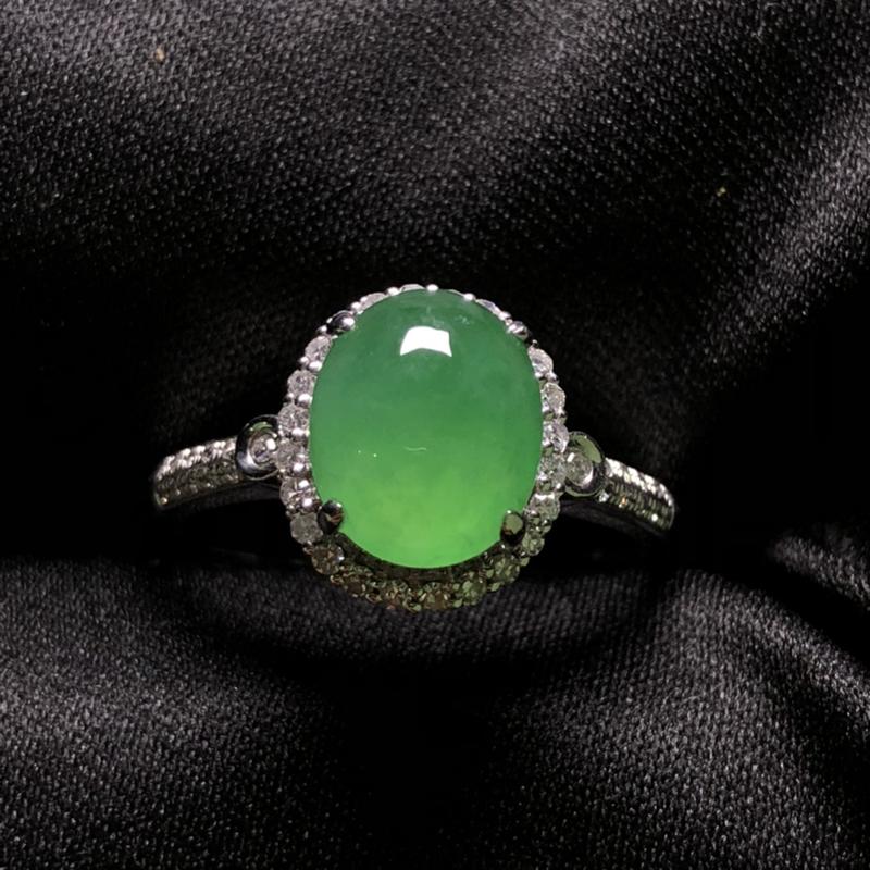 满绿蛋面戒指,18K金豪华镶嵌,种水超好,玉质细腻。