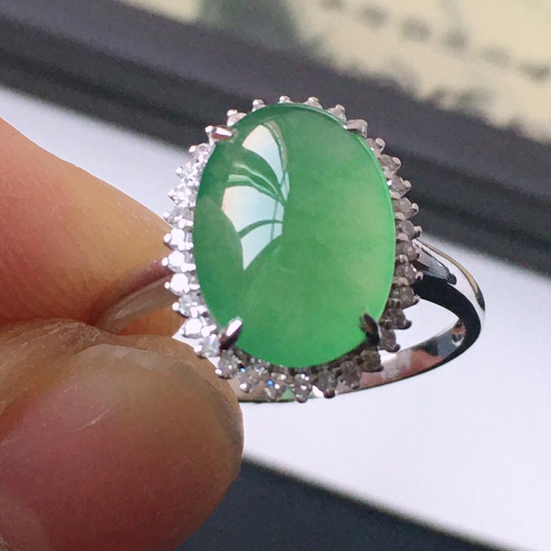 精品翡翠18k镶嵌伴钻戒指,玉质莹润,佩戴效果更美,尺寸:内径:16.9MM,裸石尺寸:12*8.5