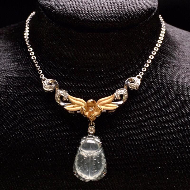 18K金钻镶嵌冰种金蝉锁骨项链吊坠  一鸣惊人 质地冰润细腻 刻工精细 时尚精美 整体尺寸27.2*