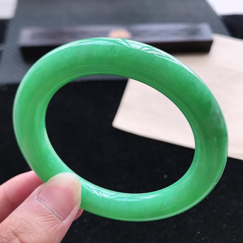 圆条58,天然翡翠好种手镯,尺寸 : 58*11.4*11.4,玉质细腻水润 , 满绿,条形漂亮,上