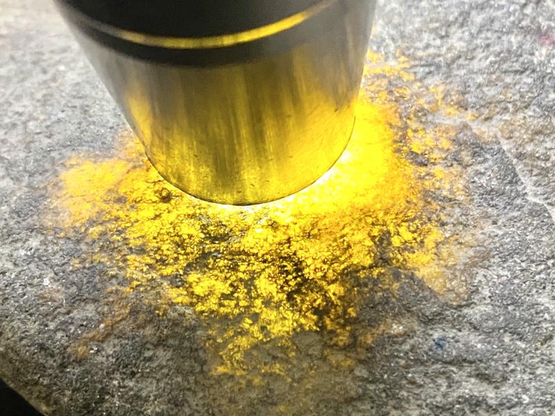 1.4公斤莫西沙场口全博料,皮壳老,皮壳油性足,场口正,全身多处脱砂表现,黄雾明显,冰糖感足,黄雾底