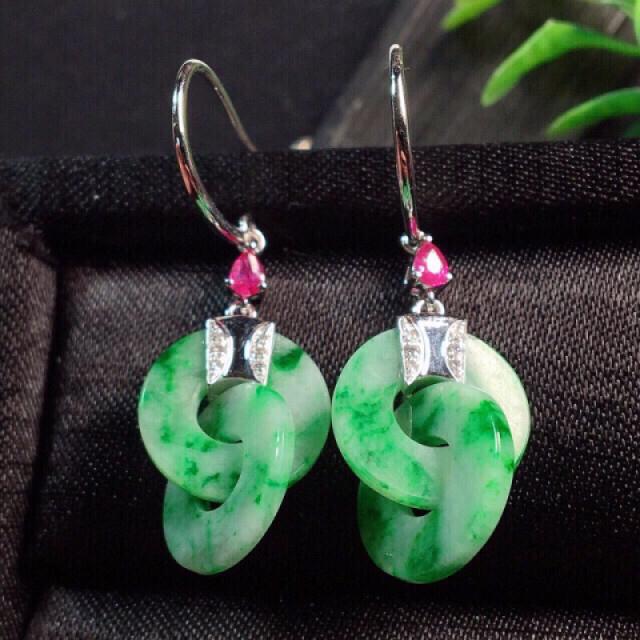 【值得推荐】好漂亮的绿双玉环耳坠,色阳,细腻,18K金伴钻镶嵌,尺寸38.3*12.6*1.6mm