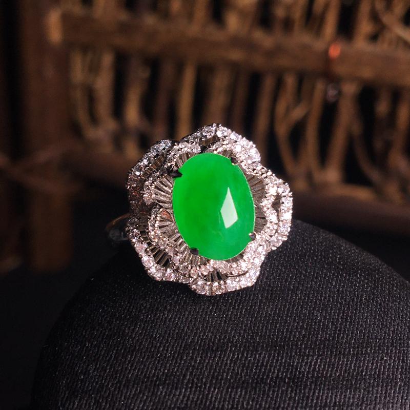 18k金伴钻镶嵌阳绿蛋面戒指,花开富贵,细腻饱满,翠色浓郁,种色浓阳,裸石:9*7*5,整体:16*