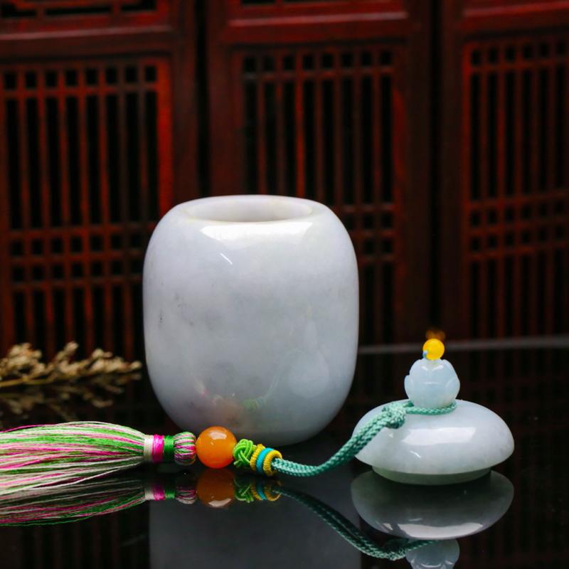 茶罐翡翠小摆件。款式别致,色泽清新,配珠为饰珠,有天然杂质,尺寸:80.3*54.6mm。
