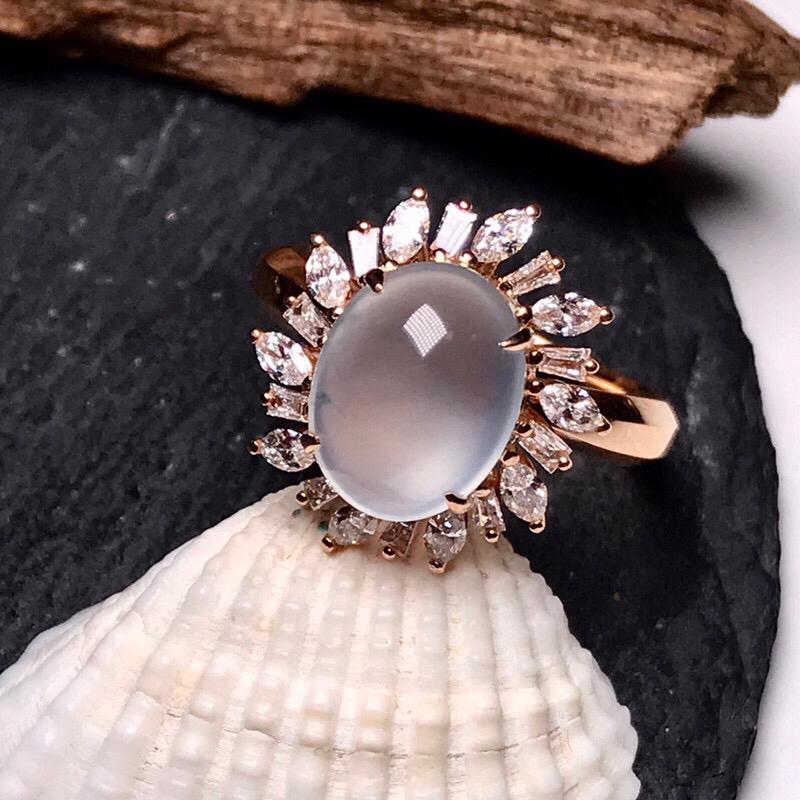 收藏推荐老坑玻璃种女士大戒指。种质上乘,清透闪亮,冰清玉洁,荧光感通透感很强,珍藏品质冰蛋面,形