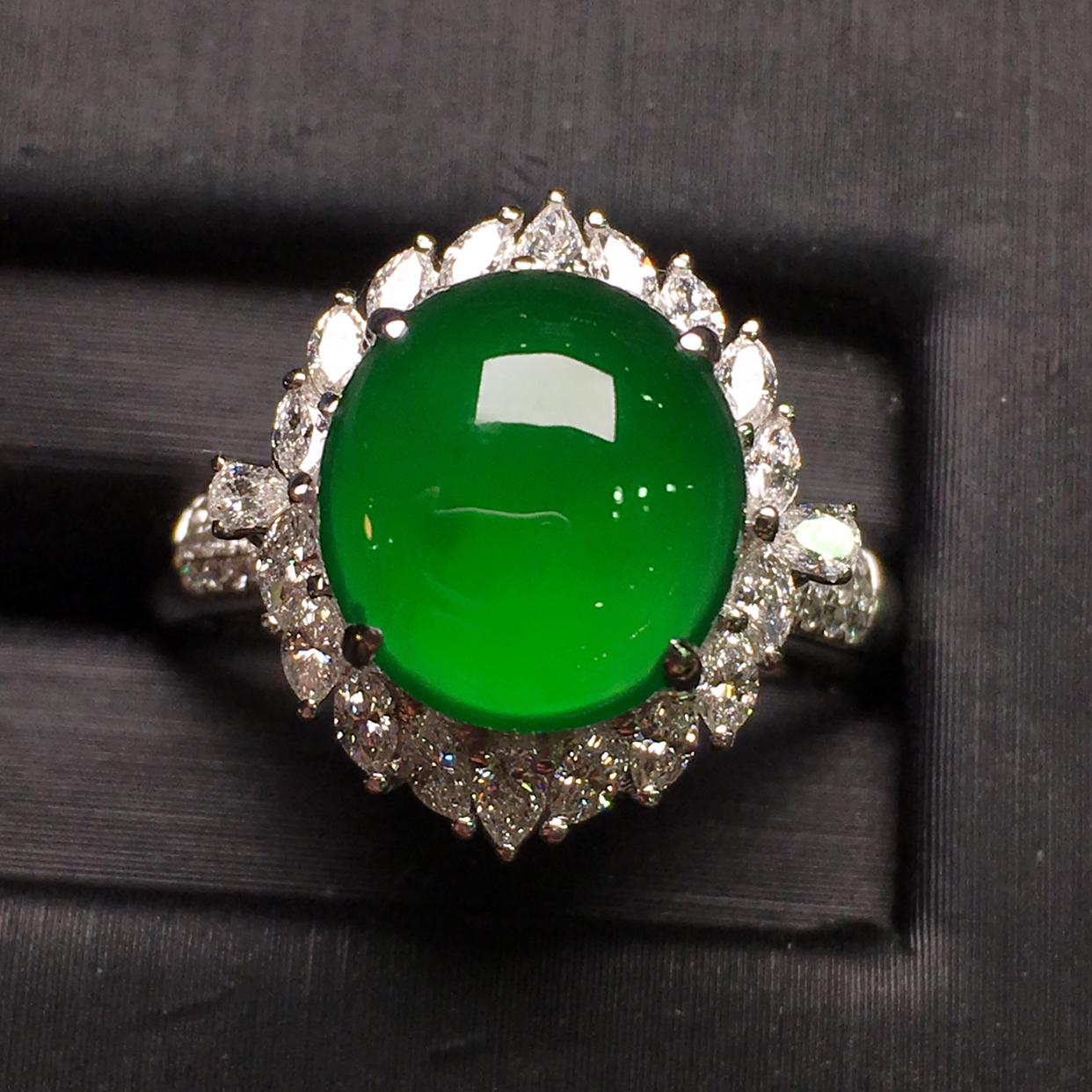 辣绿蛋面女戒指,18k金豪华镶钻,无纹无裂,种好色好,质量杠杠的,性价比超高
