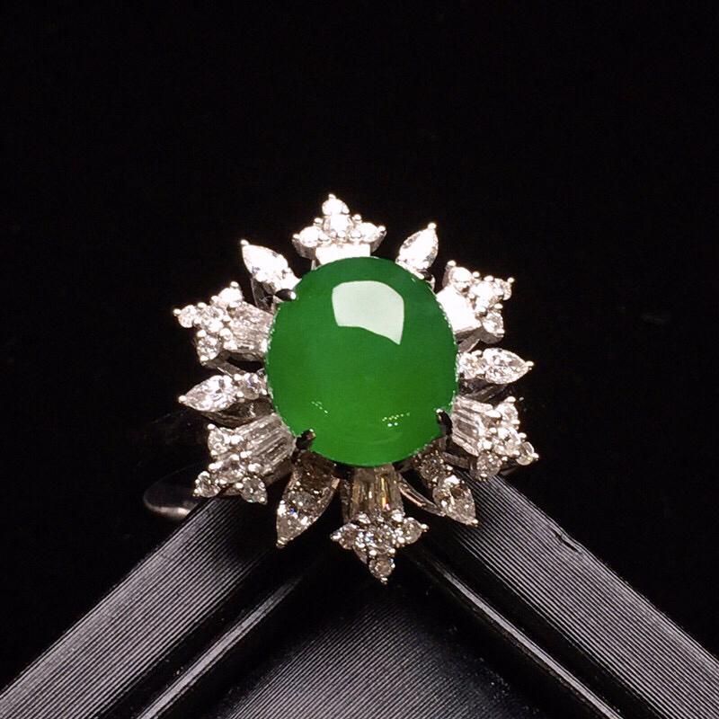 18K金钻精工镶嵌满绿蛋面戒指 圆润饱满 色泽艳丽 款式新颖时尚唯美 上手亮眼 整体尺寸16.5*1