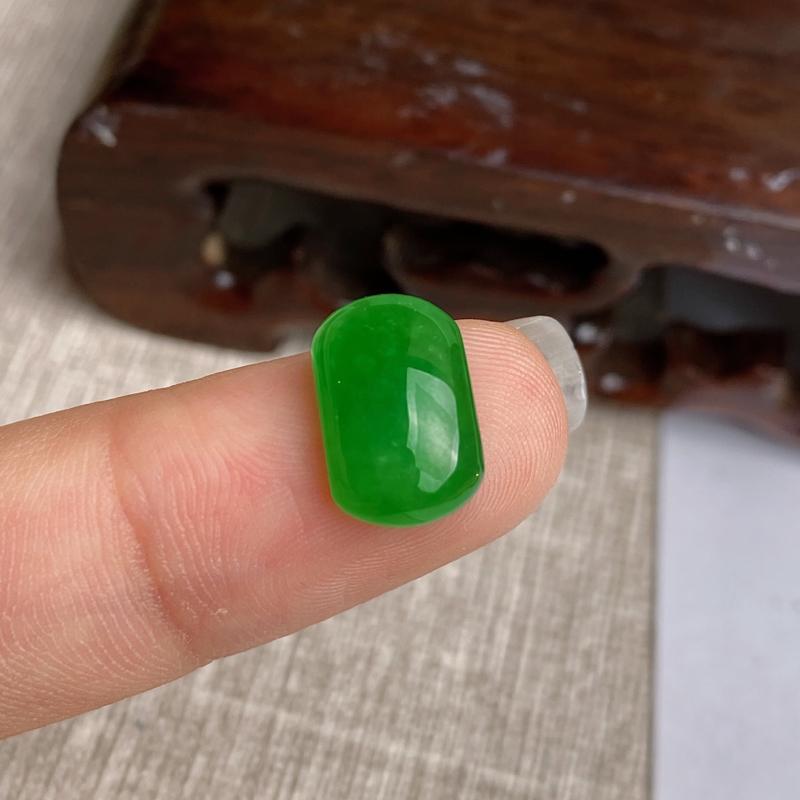 A货翡翠-种好满绿马鞍镶嵌件,尺寸-12.3*7.8*3.6mm