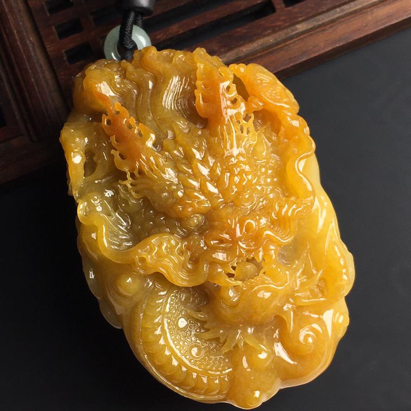 黄翡龙行天下手玩件 玉质水润 色彩艳丽 雕工精湛 美观大方