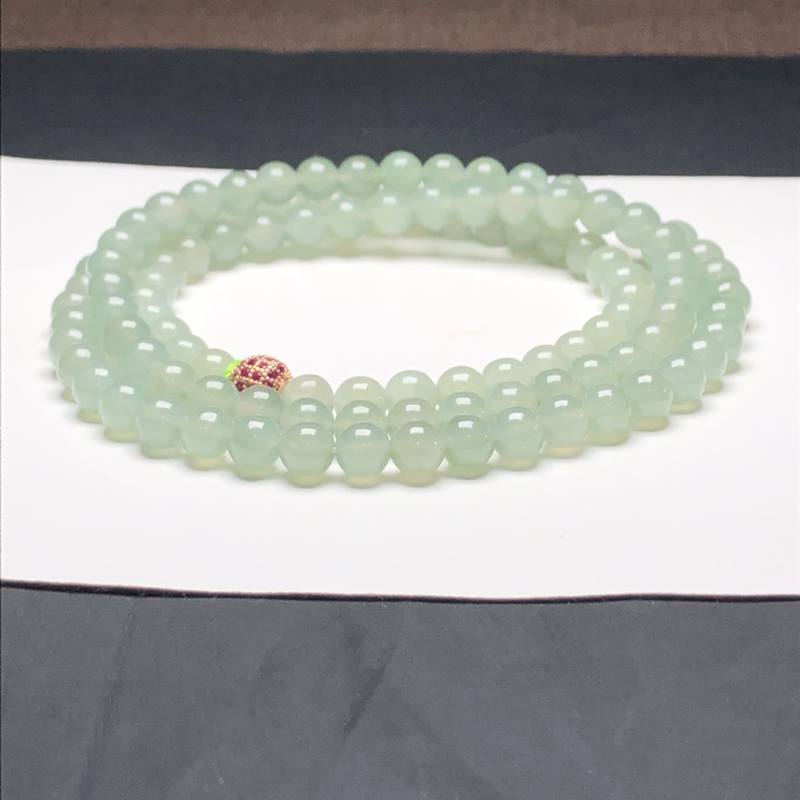 糯种油晴底翡翠珠链项链,108颗,直径6.6毫米,质地细腻,水润光泽,隔珠是装饰品,A219AEM