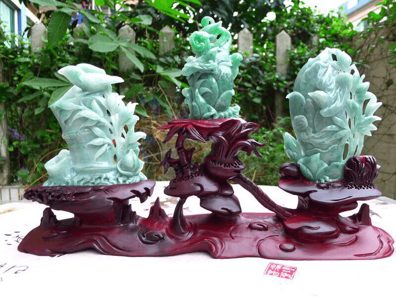 (节节高升)翡翠精雕三件套竹报平安精品小摆件,取左边单个裸石尺寸 130*105*35mm 整体连底