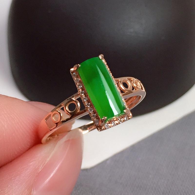 冰润满绿翡翠戒指,种水好,色泽鲜艳,指圈:13#,尺寸:8.8-3.9-3.1