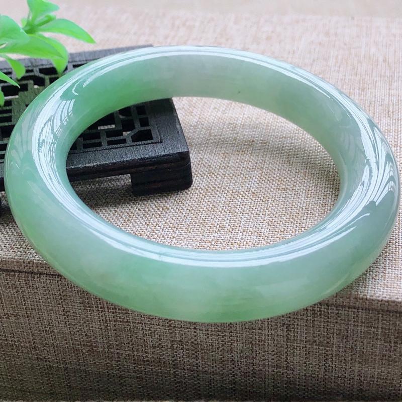 签收送翡翠平安环吊坠糯化种飘绿肥美翡翠圆条手镯,圆润厚实,亮丽秀气,颜色好,品相好,上手佩戴效