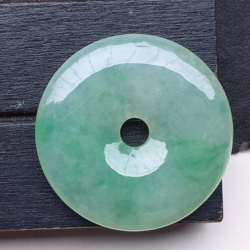 平安扣吊坠,翡翠带绿平安扣吊坠,玉质莹润,佩戴佳品,尺寸:32.0*5.6mm,重12.13克