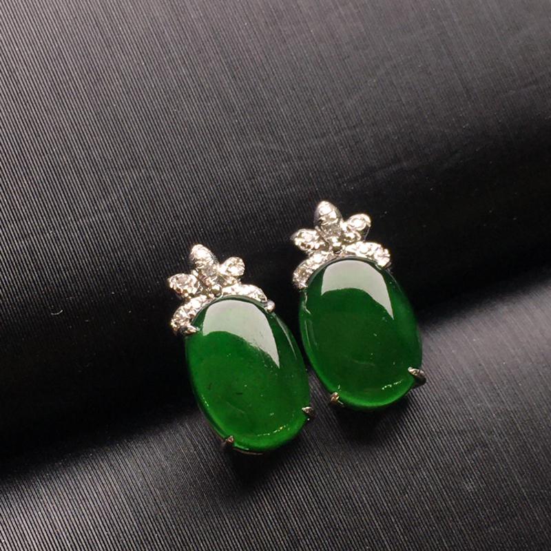 满绿蛋面翡翠耳钉,种老水润,色辣,款式精美,饱满圆润,性价比高,裸石尺寸7.8-5.4-3