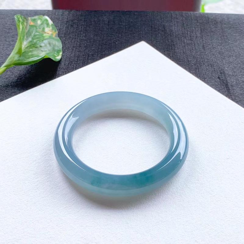 老坑蓝紫圆条手镯,尺寸52.5*10.5*10.5 老种,纯净细腻,通透明亮,水润光泽,胶润无比,素