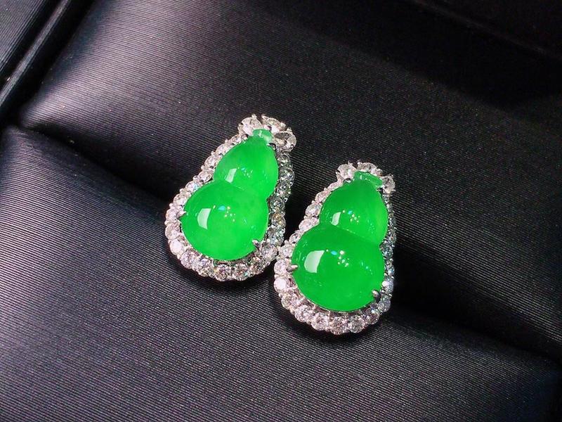 冰阳绿葫芦耳钉  超美的料子 水灵泛光 冰润通透 色泽青翠 鲜艳