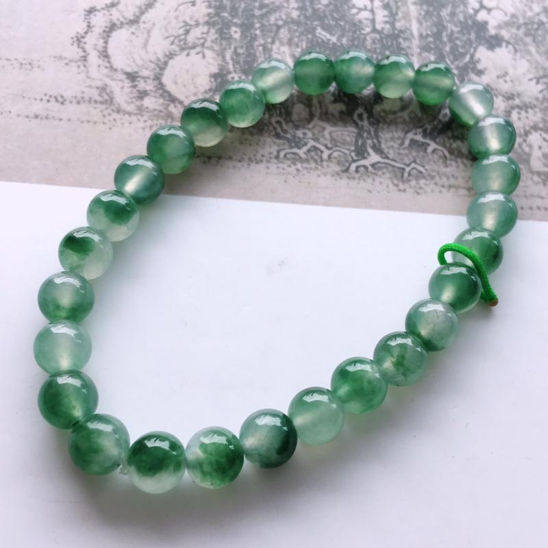 #自然光实拍# 飘绿圆珠手链 玉质细腻,种老起胶,上手效果很赞。