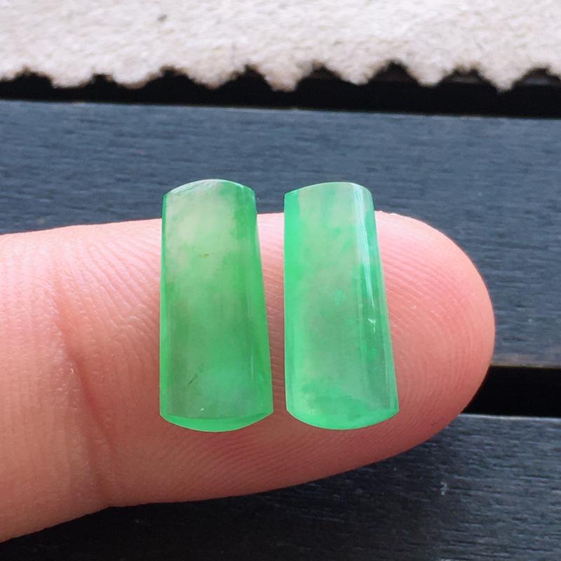 【超值推荐】冰绿方条一对,自然光实拍,缅甸a货翡翠,种好通透,水润玉质细腻,雕刻精细,饱满品相佳,
