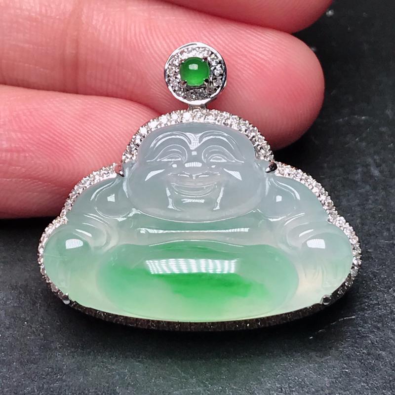 诚意推荐老坑高冰种起胶阳绿色大佛公吊坠挂件,18K金豪华镶嵌而成,品相出众。荧光四射。佩戴上身