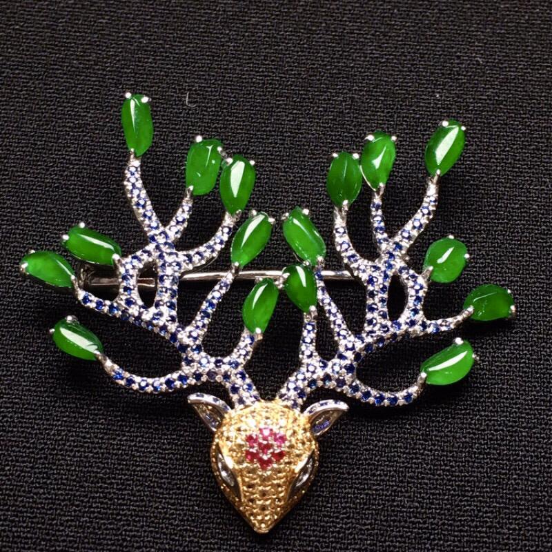 18K金精工镶嵌小绿蛋组合面胸针  质地细腻 色泽均匀艳丽 搭配宝石款式新颖时尚 整体尺寸32.7*