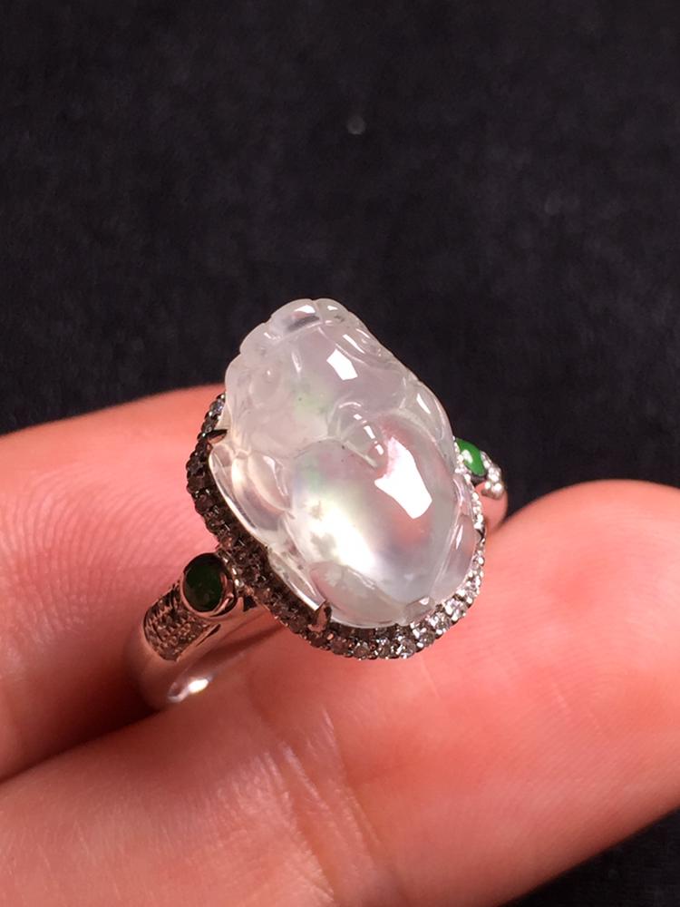 冰种貔貅戒指,18k金豪华镶嵌,种水超好,玉质细腻。