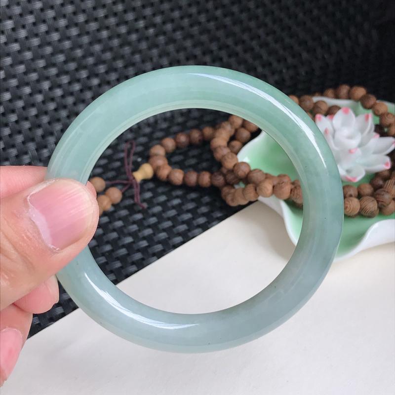 圈口:54.6mm 天然翡翠A货冰润细腻油青圆条手镯、编号5.09-Rj-ying