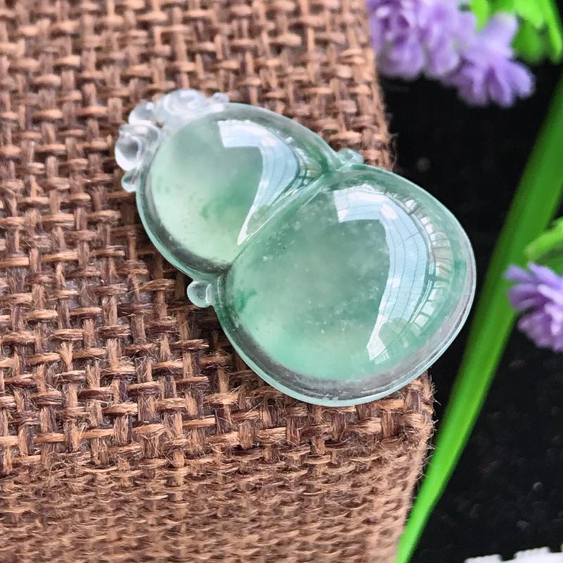 老坑冰种飘花葫芦镶嵌件,细腻,莹润,种水冰透,清新纯净,花色清新,灵动,清秀气质,年轻优雅,镶嵌效果
