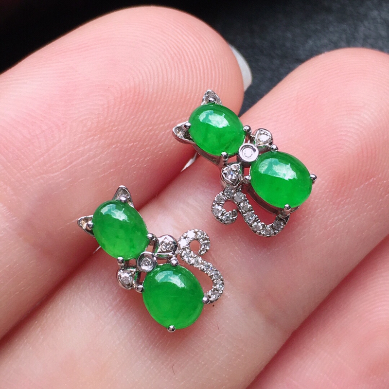 耳饰耳钉,翡翠18K金伴钻镶嵌满绿蛋面耳钉,玉质细腻,雕工精美,佩戴送礼佳品,包金尺寸:10.6*7