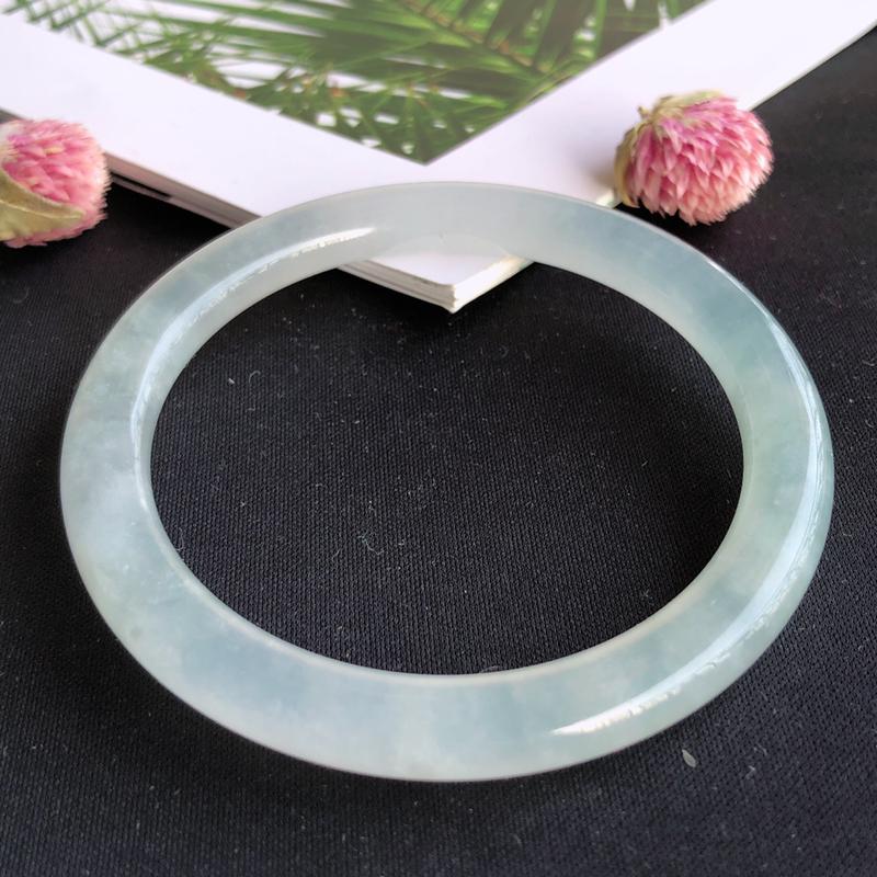天然a货翡翠冰种圆条手镯,玉质细腻,种水足,圈口:55mm