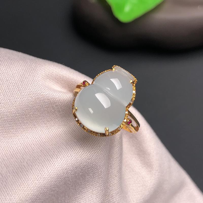 冰种翡翠大葫芦戒指,干净细腻,种老水足,色泽清雅,饱满圆润,18k金镶嵌!裸石:15.4*11.8*