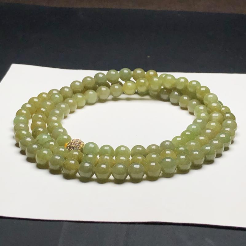 糯种茶黄翡翠珠链项链,108颗,直径6.8毫米,质地细腻,水润光泽,隔珠是装饰品,A099AHM