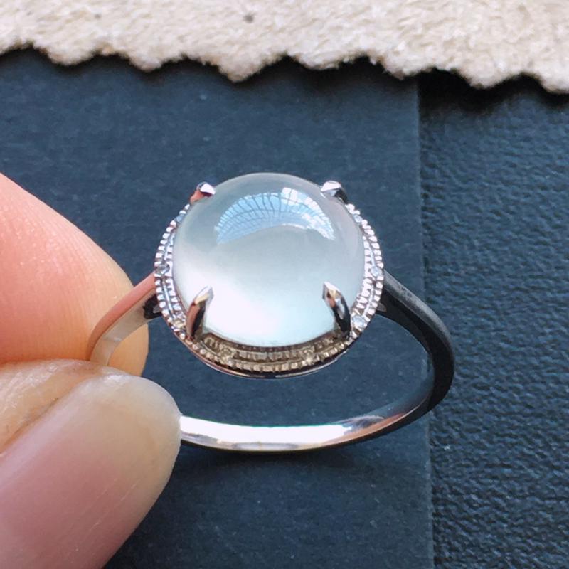 冰种戒指,18k金伴钻镶嵌 种好通透,水润玉质细腻,工艺佳,饱满品相佳,可直接佩戴。裸石尺寸9.2*