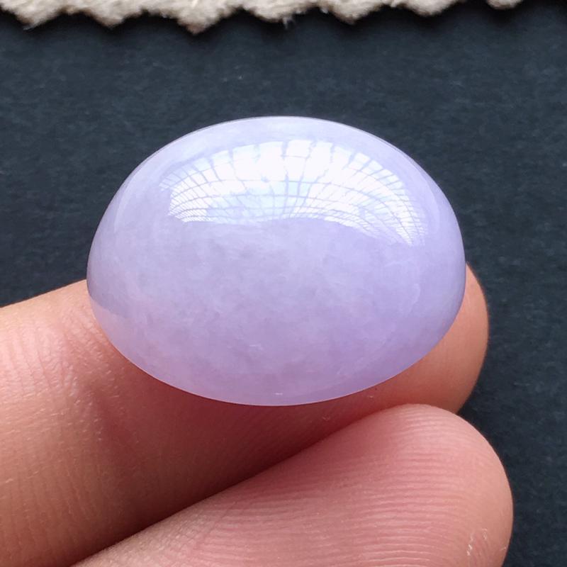 紫罗兰蛋面,自然光实拍,缅甸a货翡翠,种好水润,玉质细腻,雕刻精细,饱满品相佳,。