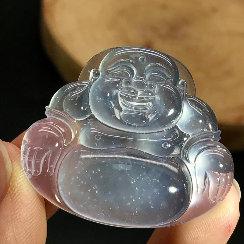 玻璃种笑佛挂件,种老起光,底子干净,品质好。尺寸:35.5/41.9/6.3mm