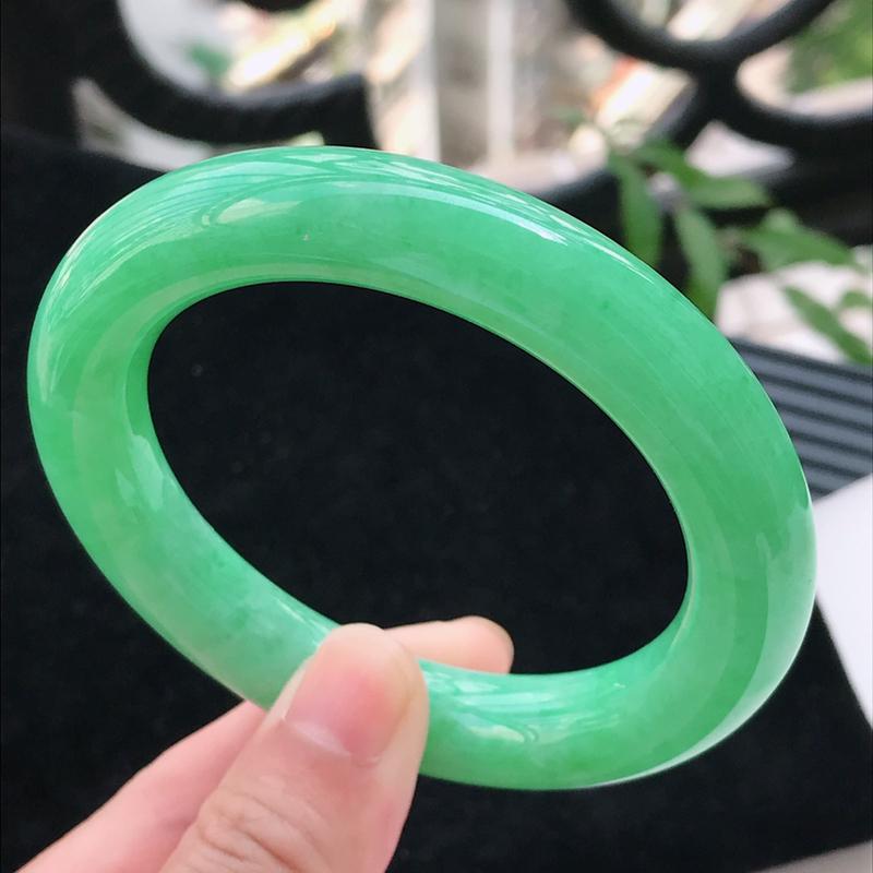 老坑水润满色阳绿翡翠圆条手镯  圈口56.3/12.4/11.4 冰清玉洁  流光溢彩  晶莹剔透