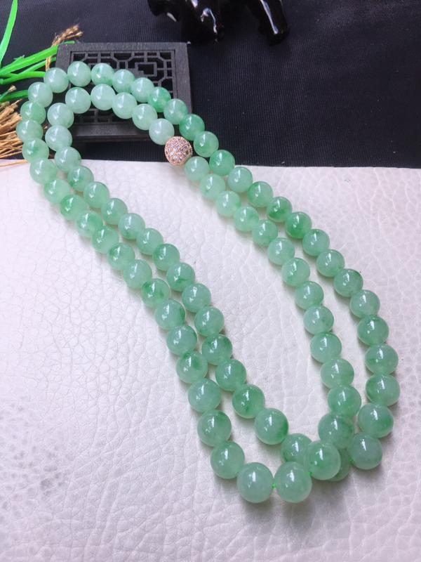 翡翠满色油润油绿圆珠项链,翡翠佛珠玉链,色泽均匀,种老水足,玉质细腻,单珠9.4mm,共80颗