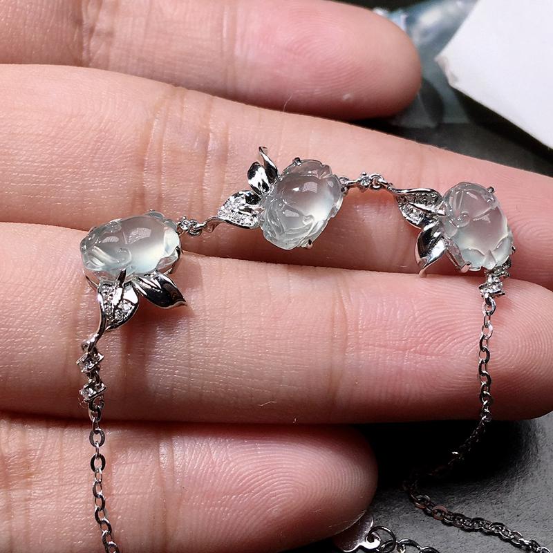 严选推荐老坑玻璃种貔貅手链,裸石形体正,饱满圆润,工艺精细,18k金钻镶嵌而成,佩戴效果出众,