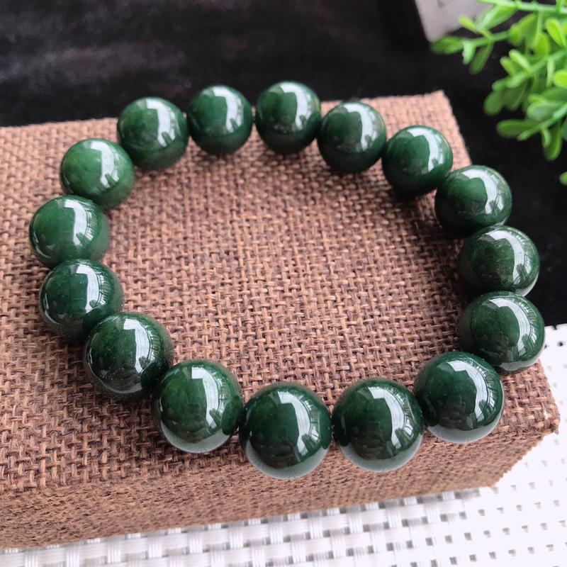 老坑油绿圆珠手镯,珠圆玉润,种水足,色泽浓艳,均匀,特色韵味,上手效果佳,大气,尺寸13.6,16颗