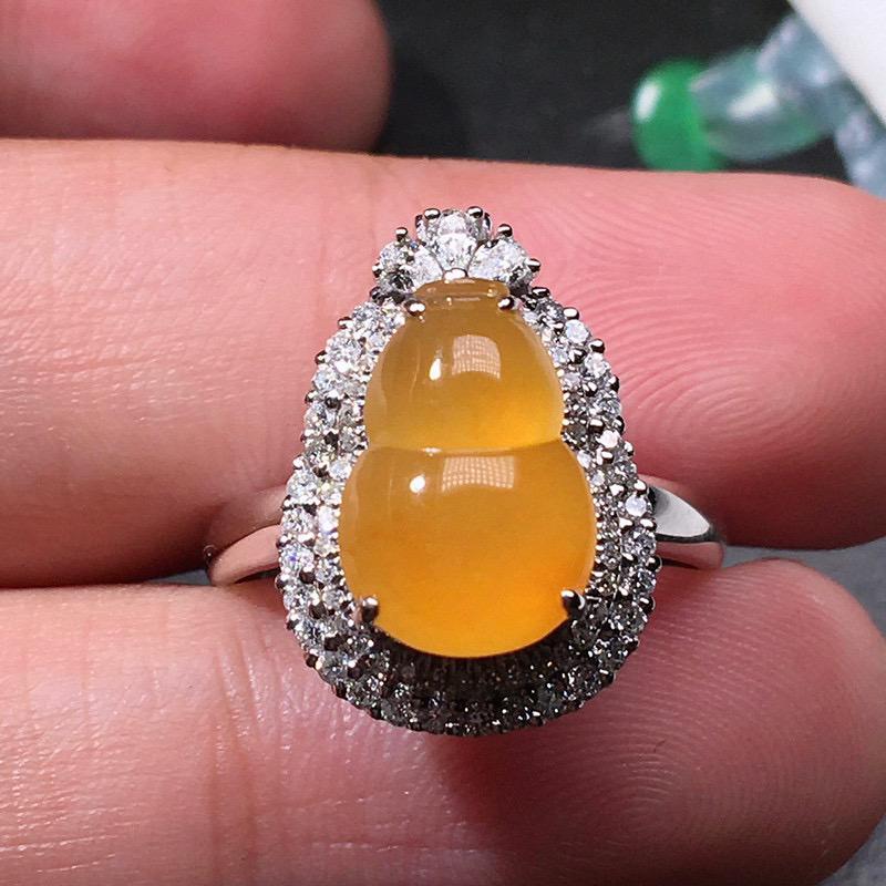 严选推荐(两用款,戒指吊坠)老坑冰种纯正鸡油黄葫芦戒指,18k金钻豪华镶嵌而成,品相佳,佩戴