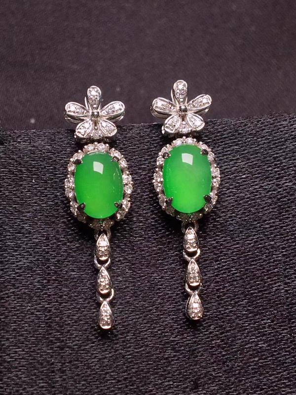 阳绿蛋面耳坠,色泽浓郁,玉质细腻,料子干净,莹润光泽,圆润饱满,18K金镶嵌钻石,裸石:7.1*5*3.1