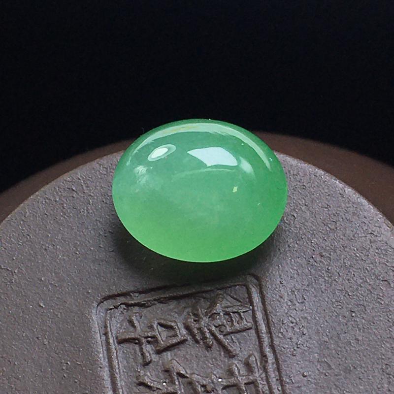 冰绿蛋面裸石:底子细腻,色泽漂亮,无裂,干净起光,饱满圆润。尺寸:11.3-9.8-6.5